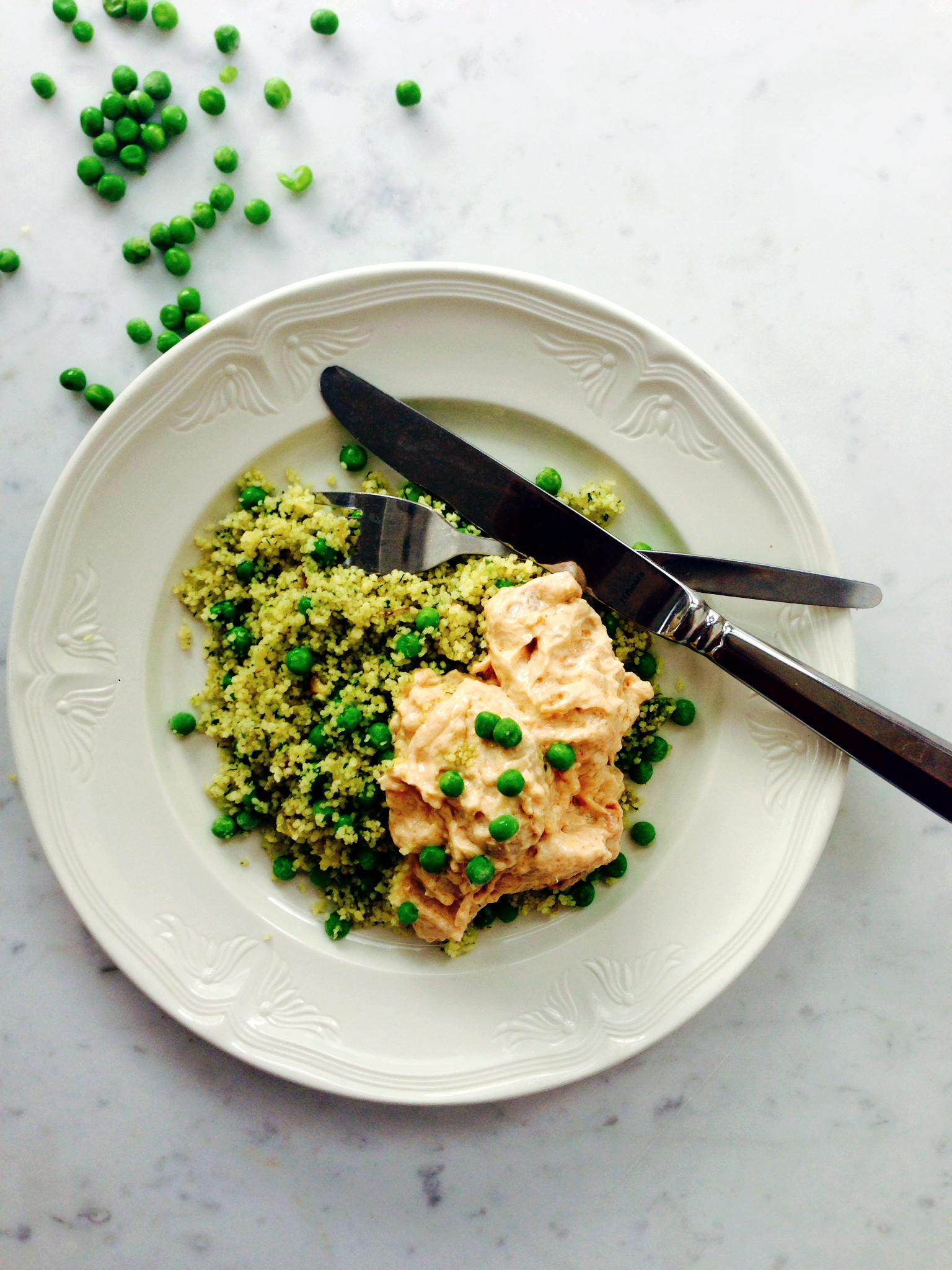 Kip – pindasaus – groene couscous » UIT DE KEUKEN VAN MAASS